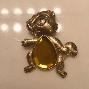 vintage Accessories - Vintage moving squirrel brooch